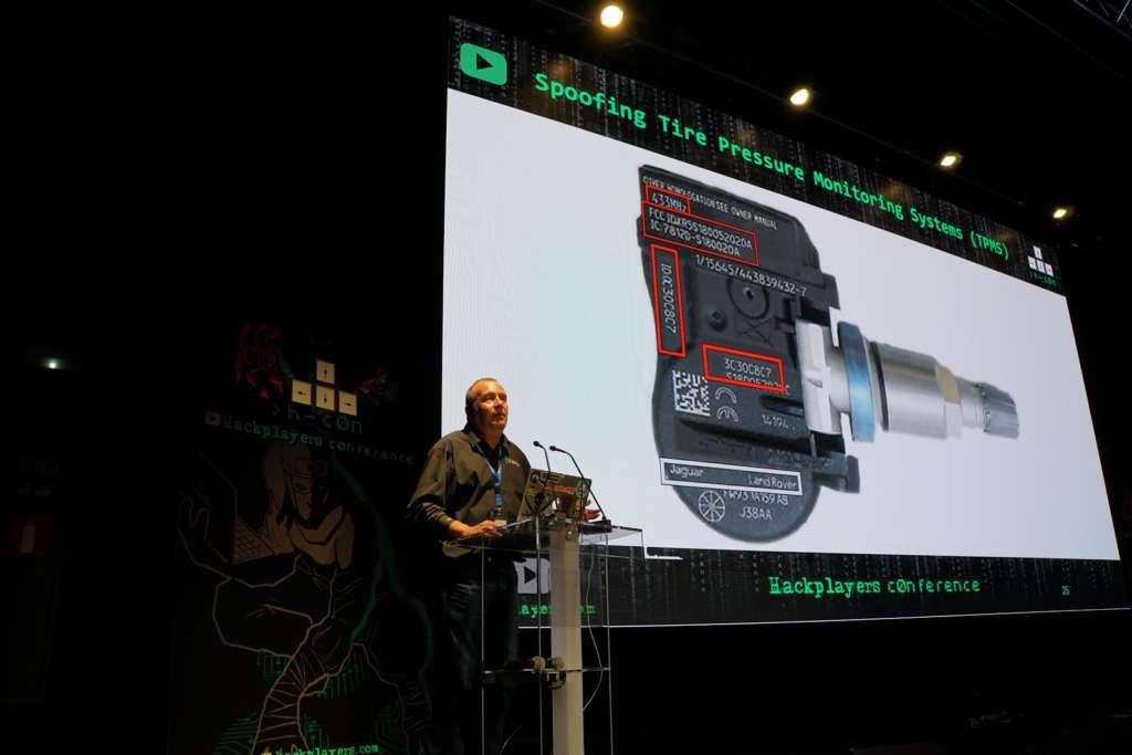TPMS, o sensores de presión de ruedas y temperatura y/o velocidad